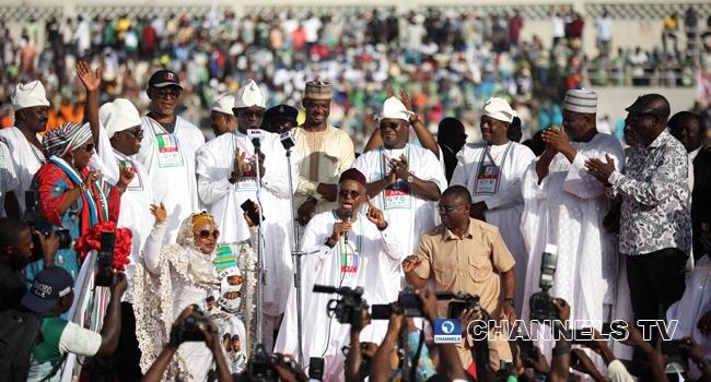 El-Rufai Kneels, Begs Kogi People To Forgive Governor Bello
